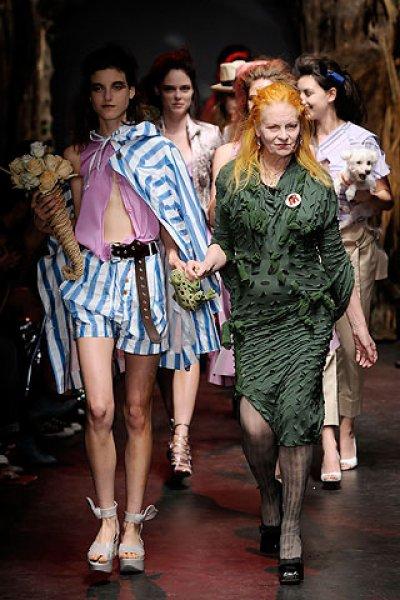 Modėlis: Vivienne Westwood right with Tati Cotliar