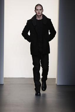 """""""Kostiumuotų Džentelmenų šou"""" ir Calvin Klein"""