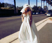 Vasaros Snieguolė (Toni Garrn pagal Camilla Akrans. Harper's Bazaar US Balandis/2011)