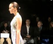 Versace vasara: SS 2011 kolekcija (video)