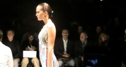 Versace vasara: SS 2011 kolekcija (video)