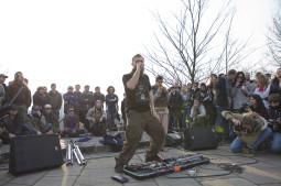 Pavasarį Vilnių sudrebinęs atlikėjas Dub Fx sugrįžta į sostinę!