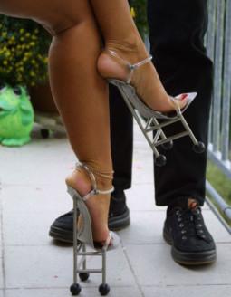 Keisti batai arba būdas sulaukti dėmesio!