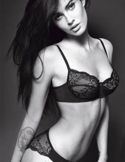Megan Fox- naujasis Armani apatinių ir džinsų veidas!