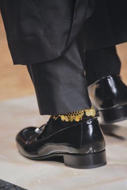 Apklausa vyrams: kojų aksesuarai