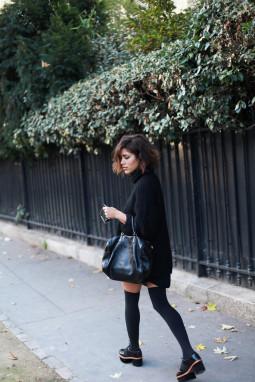 Penktadienio įvaizdis: didelis juodas megztinis
