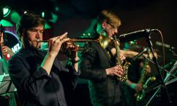 Kartas suartinanti Teisučio Makačino muzika džiazo ritmu