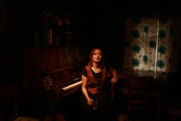 Lietuvoje gyvenanti prancūzų aktorė ir dainininkė Clotilde Solange Arzu pristatys savo debiutinį autorinių dainų albumą