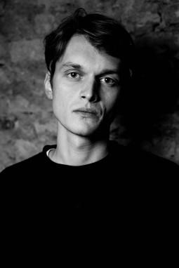 """Karoliui Kaupiniui – geriausio režisieriaus apdovanojimas Vokietijos festivalyje """"goEast"""""""
