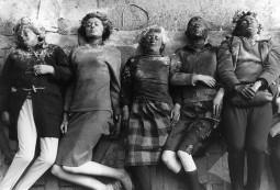 Vilniaus dokumentinių filmų festivalio retrospektyvoje – mokumentikos pradininko P. Watkinso provokacijos