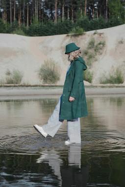 Tvarus lietuviškų lietpalčių ženklas kviečia nerti į gyvenimą