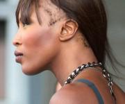 Supermodelis Naomi Campbell kenčia nuo plaukų slinkimo?