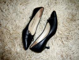 Kitten heels – greit nuslūgsianti mados banga ar dėmėsio verta tendencija?
