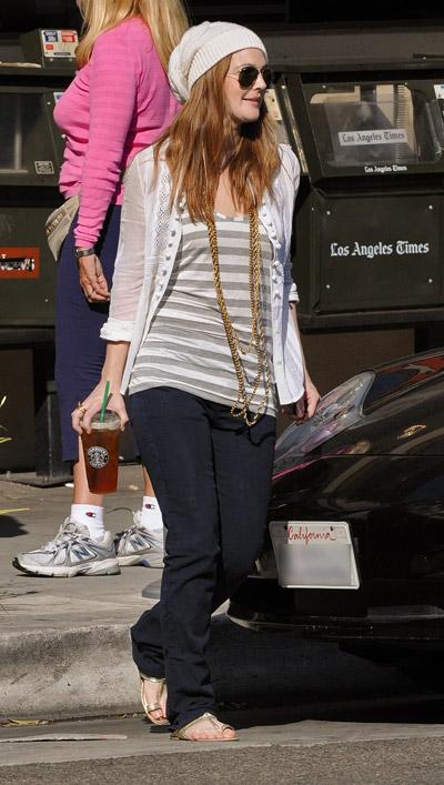 "Kava miesto ritmu ""Starbucks""_Drew Barrymore"