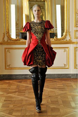 Iris Strubegger-Alexander McQueen-ruduo/žiema-2010/2011