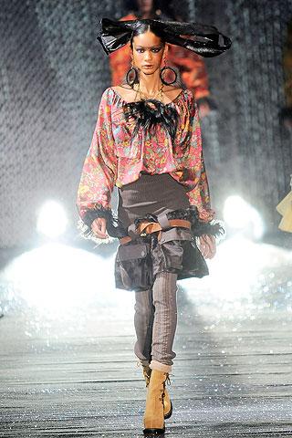 John Galliano ruduo/ žiema 2010-2011