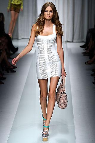 2010-ųjų pavasaris bei vasara pagal Versace