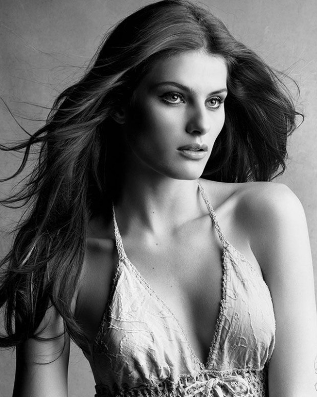 Isabeli Fontana pagal Victor ir Patrick Demarchelier
