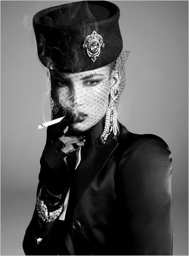 Italian Vogue All black