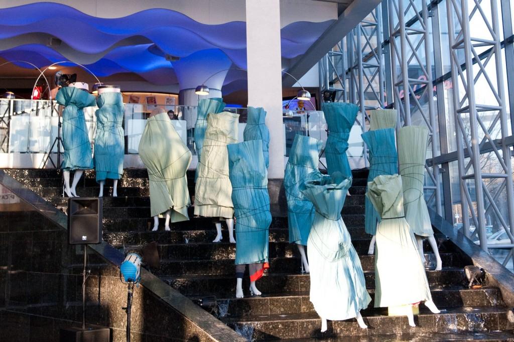 Mados Infekcija 2011_Manekenų instaliacija