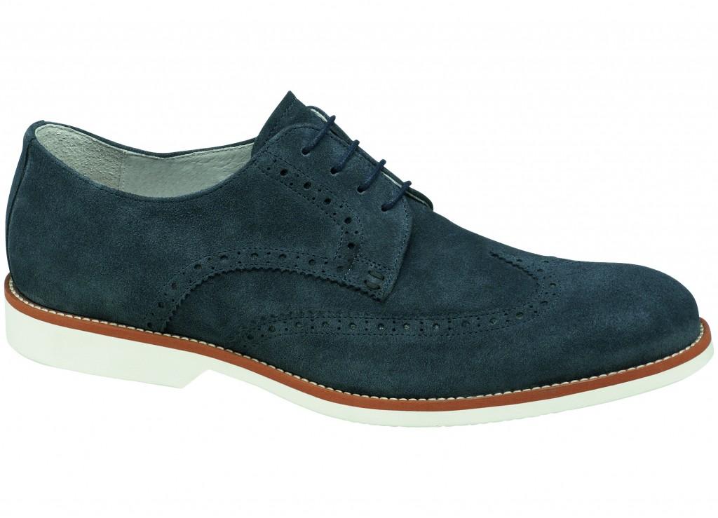 Melsvos spalvos batai su užapvalinta kūgio formos nosele – pavasario ir vasaros sezono naujiena.