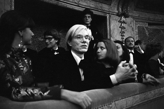 Tarp svečių – ir Andy Warhol su Yves Saint Laurent.