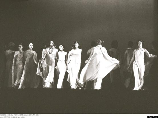 Amerikos modeliai Versalyje. Istoriniai žingsniai scenoje.