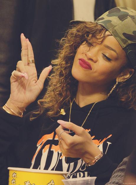 Rihanna kurs drabužius River Island tinklui