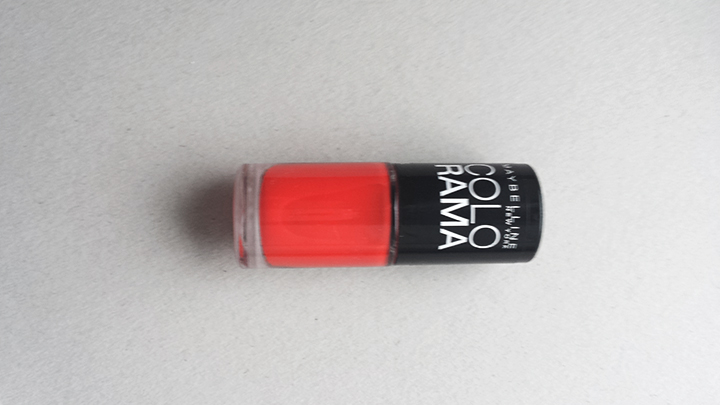 "Raudona spalva – Maybelline ""Colorama"" nr. 321."