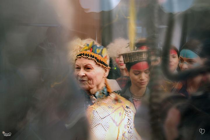 Vivienne Westwood: Peru egzotikos ir Wortho sintezė