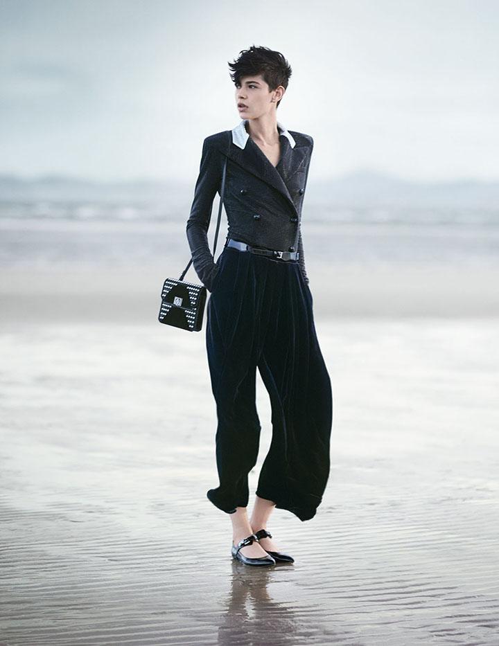 Emporio Armani reklamoje – jūra ir melancholija