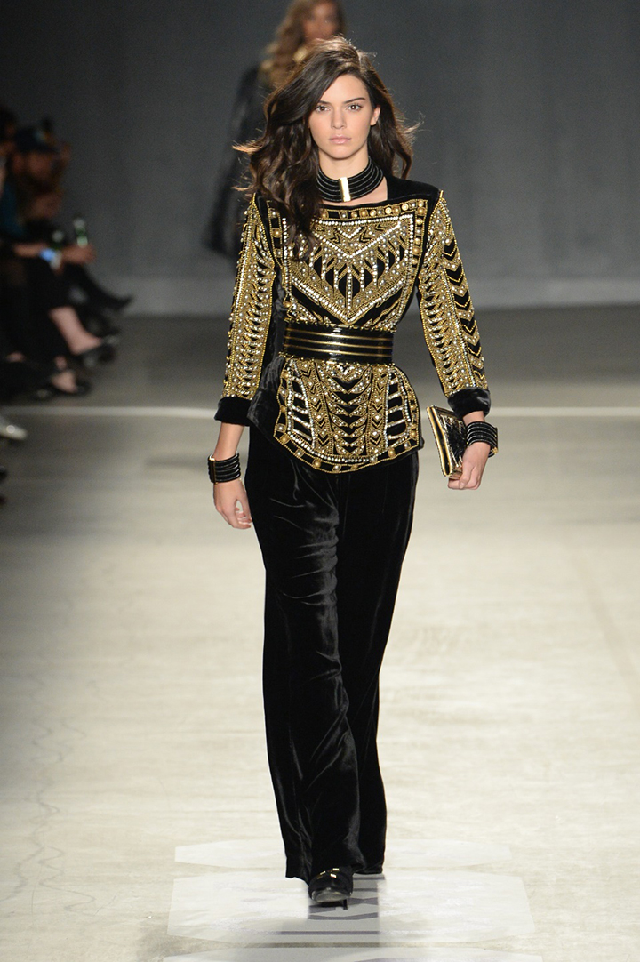 Balmain x H&M kolekcija. Kendall Jenner
