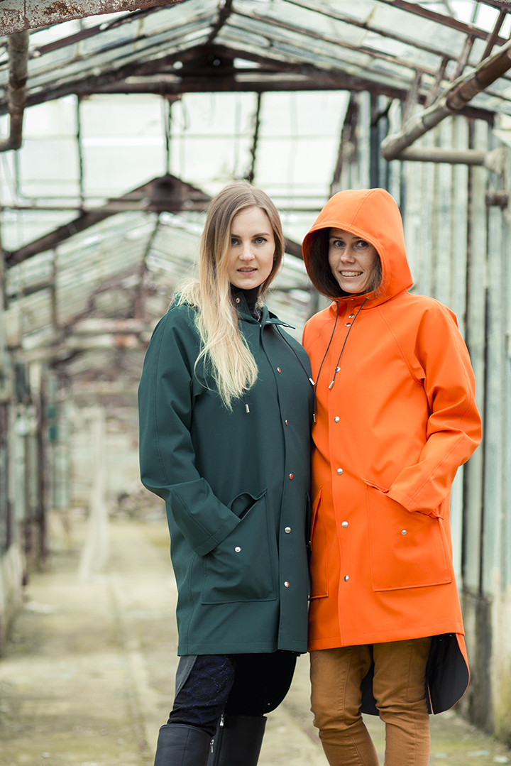 Virginija ir Vigita - Ducktail Raincoats