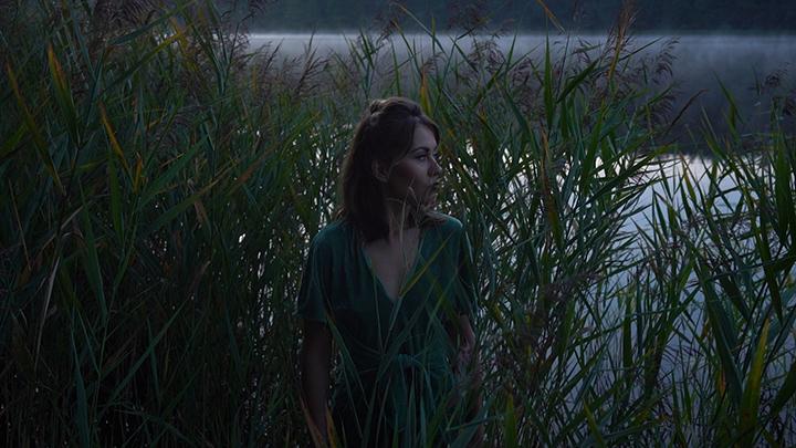 """Justė Kraujelytė pristato kūrinį """"Stormy waters"""""""