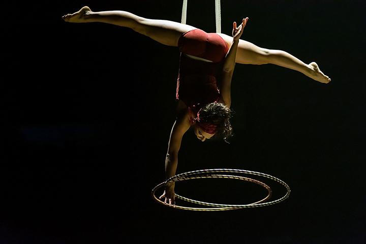 """Žvilgsnis pro rakto skylutę: """"Cirque du Soleil"""" šou """"Corteo"""""""