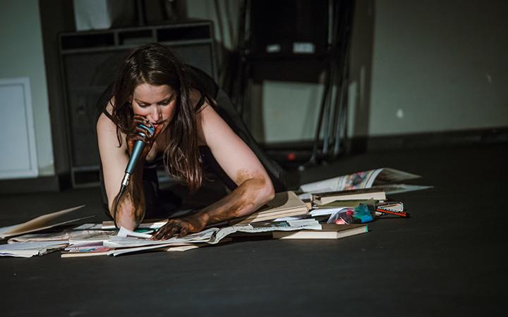 Performanso menininkė Austėja Vilkaitytė kviečia sustoti ir patirti pauzę