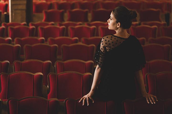 """Justė Kraujelytė – apie debiutinį albumą """"Therapy"""" ir atvirą jo pristatymo vakarą"""