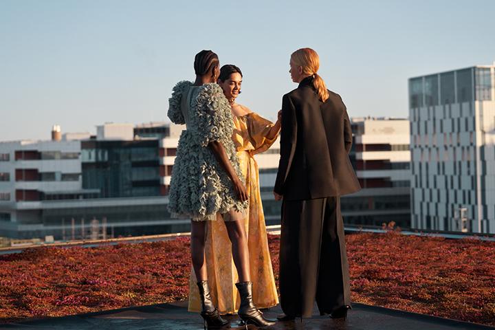 """""""H&M Conscious Exclusive"""" kolekcijoje grožis kuriamas iš atliekų"""