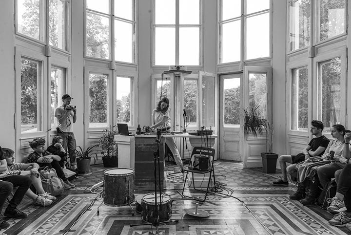 Keturios koncertų transliacijos iš kūrėjų studijų