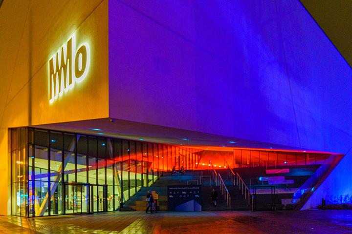MO pastato architektūra ir lauko erdvės nušvito naujomis spalvomis
