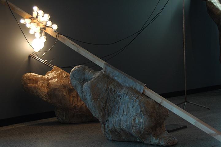 """Galerijos (AV17) dešimtmečio proga pristatoma skulptoriaus Rafal Piesliak paroda """"Įžvalga"""""""