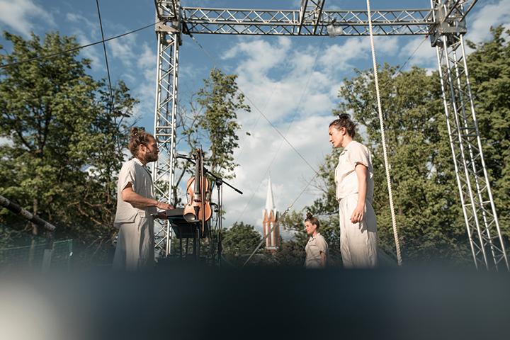 Spektaklis, kuriame jungiasi įvairios cirko disciplinos: kiniškas stulpas, oro šilkai, klounada ir žongliravimas, šią savaitę pasirodys