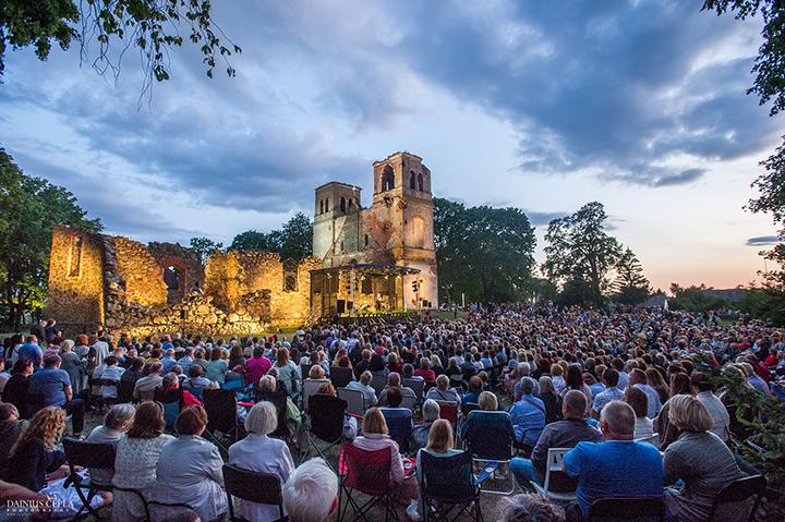 Bartninkų bažnyčios griuvėsiuose vėl skambės muzikos, šviesų ir istorijų dermės