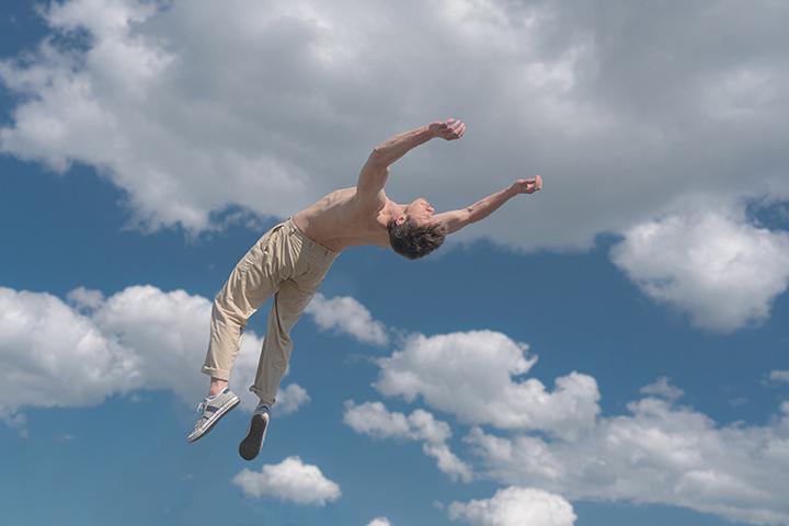 """""""Naujojo cirko stotelės"""" kviečia susipažinti su reikšmingais Lietuvos naujojo cirko kūrėjais"""