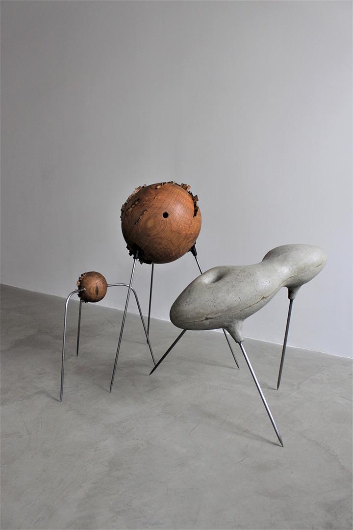 Apie kritinę ribą pasaulyje – skulptoriaus Tauro Kensmino paroda galerijoje (AV17)